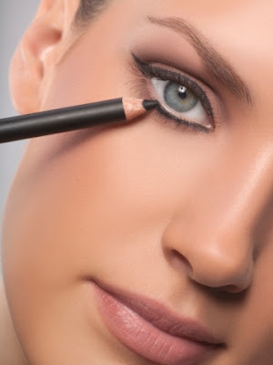 Glamour Says: 3 Little Makeup Tricks That'll Make Your Eyes Look Amazing