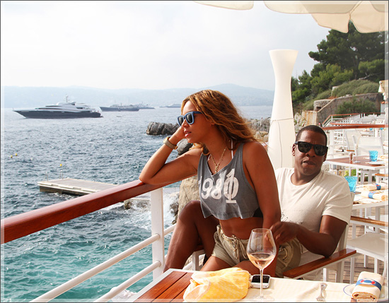 Beyonce bought Jay Z a plane for Father's Day
