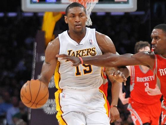 "Metta World Peace ""inadvertent"" elbow to Jeremy Lin (Video) LA vs Houston"