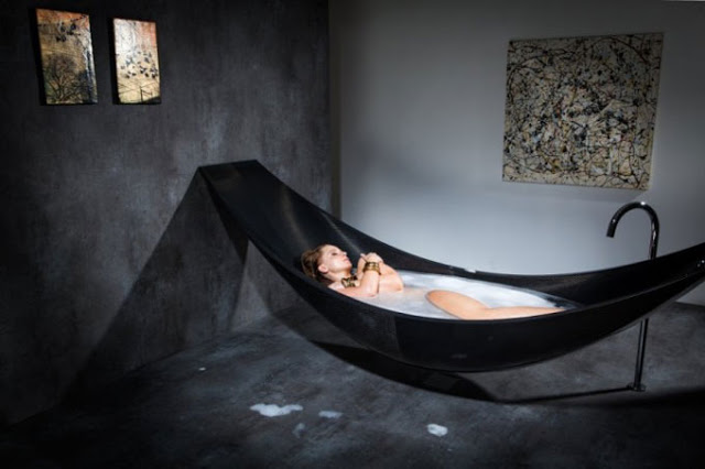 Floating-hammock-bath-tub-1