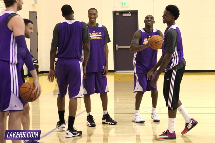 Entire Lakers Team hit Practice for first time
