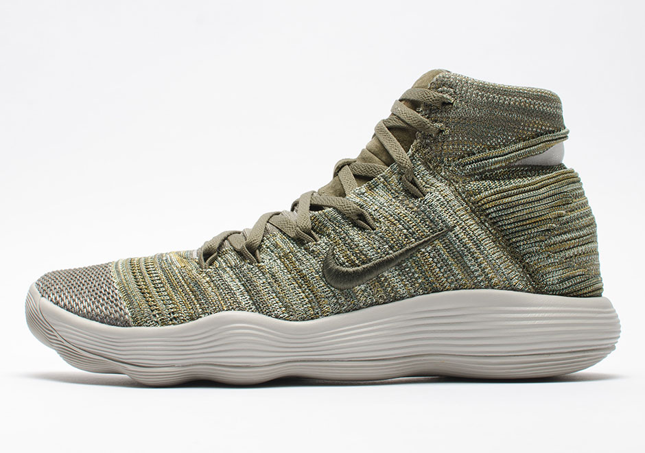 66ef819f72a09 Here is Nike s new evolution of performance basketball which will be  available this summer to the. Woman - Nike React Hyperdunk 2017 Flyknit ...